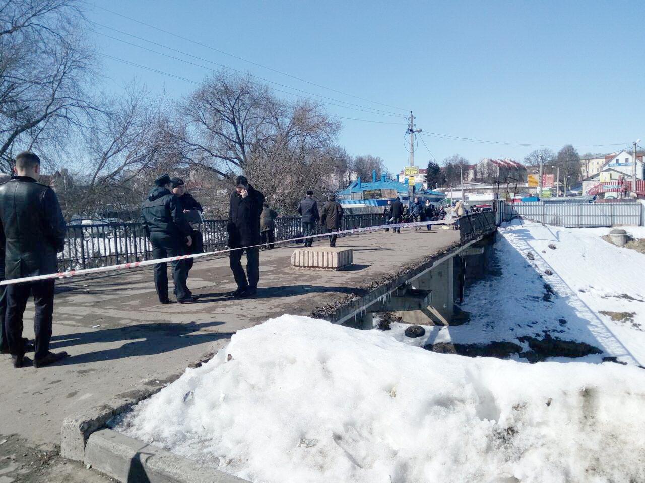 ВМогилеве рухнули перила пешеходного моста через реку